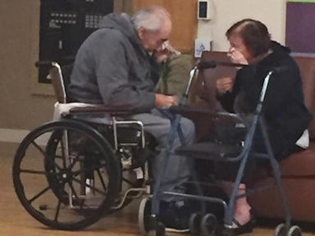 of separated elderly couple gets attention