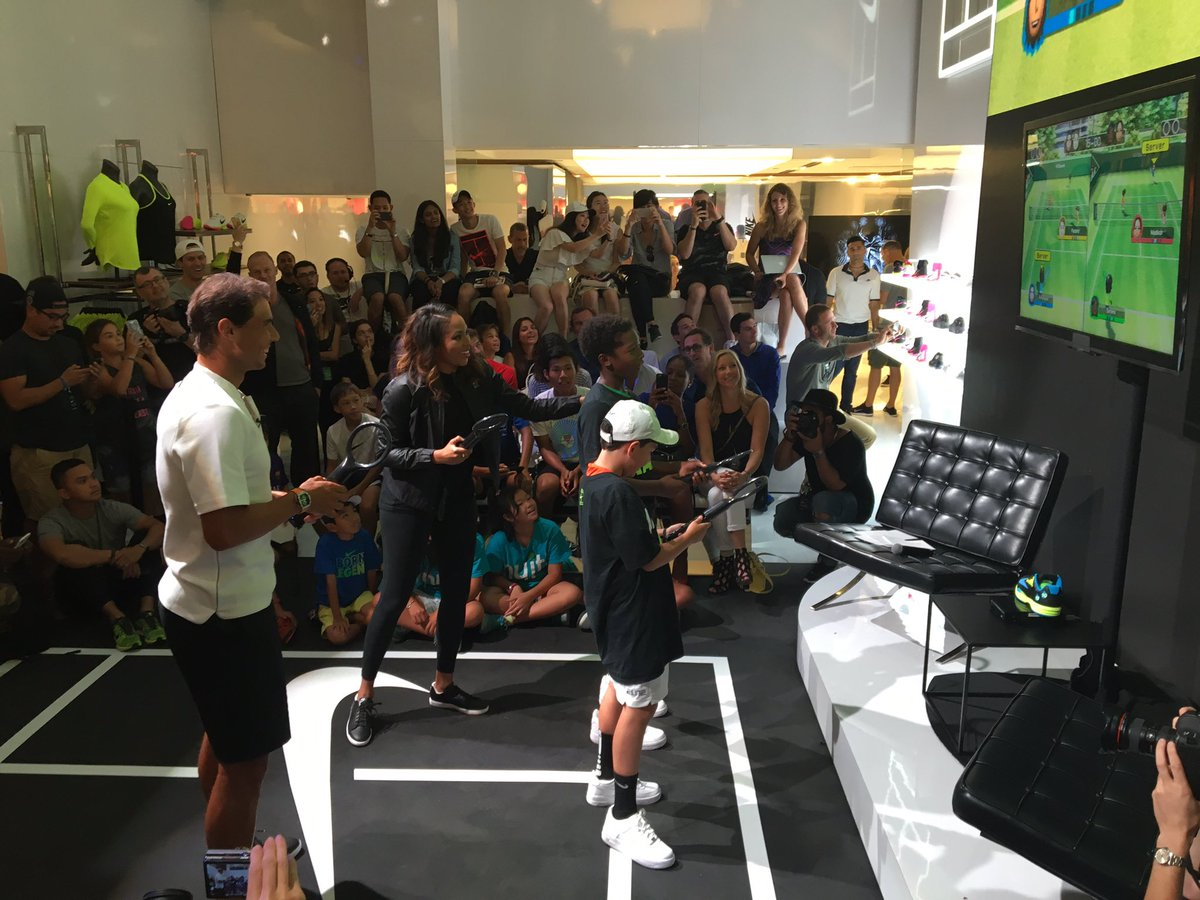 Rafa played some wii tennis with a couple of lucky kids but it was just for a minute. Great with kids as always https://t.co/vcZ0kLplPN