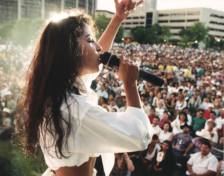 Selena to be inducted into Texas Women's Hall of Fame