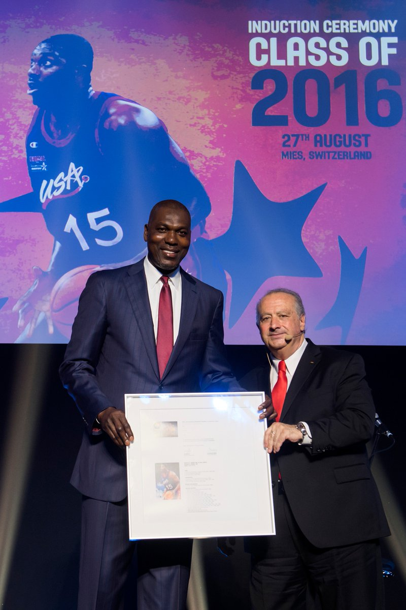 🇺🇸🇳🇬 Hakeem 'The Dream' Olajuwon was inducted into the FIBA Hall of Fame 🎉 #FIBAHoF