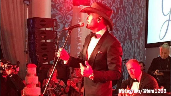 JUST IN: Tim McGraw surprises Philadelphia wedding @TheTimMcGraw