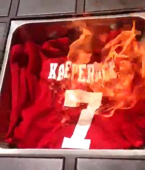 Fans react to @Kaepernick7's