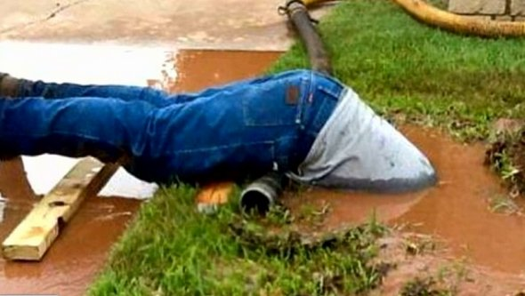 Image of plumber who dove into sewer to fix broken pipe goes viral