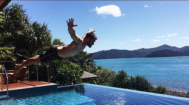 Learning to fly at @qualia on @hamiltonisland #BellyFlop https://t.co/...