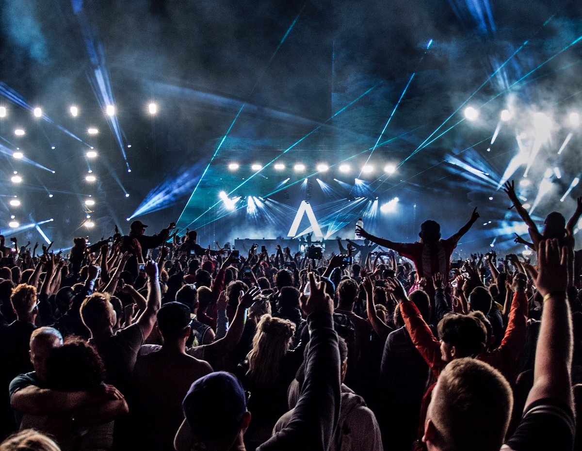 In the middle of @creamfieldsofficial🚨 Thank you for an amazing night!!