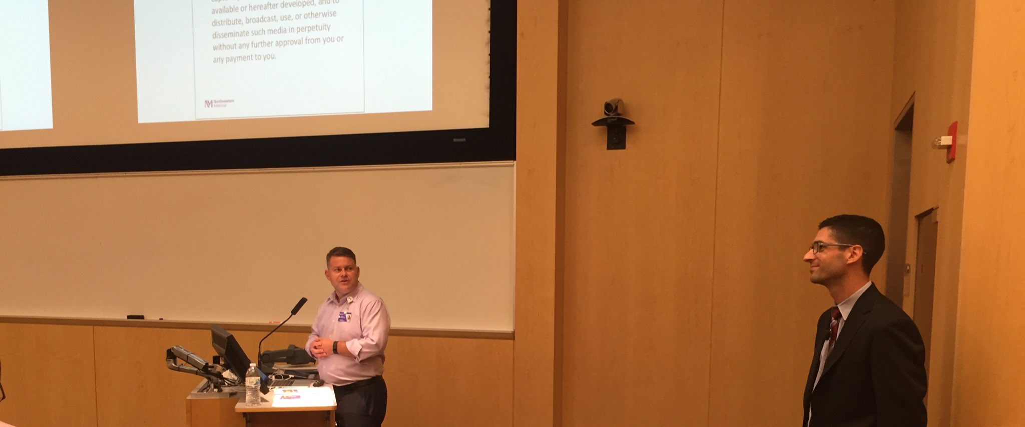 .@MikeGisondi introducing @dhsalz13 for his @NU_FAME lecture #meded https://t.co/AVqXpYkpwJ