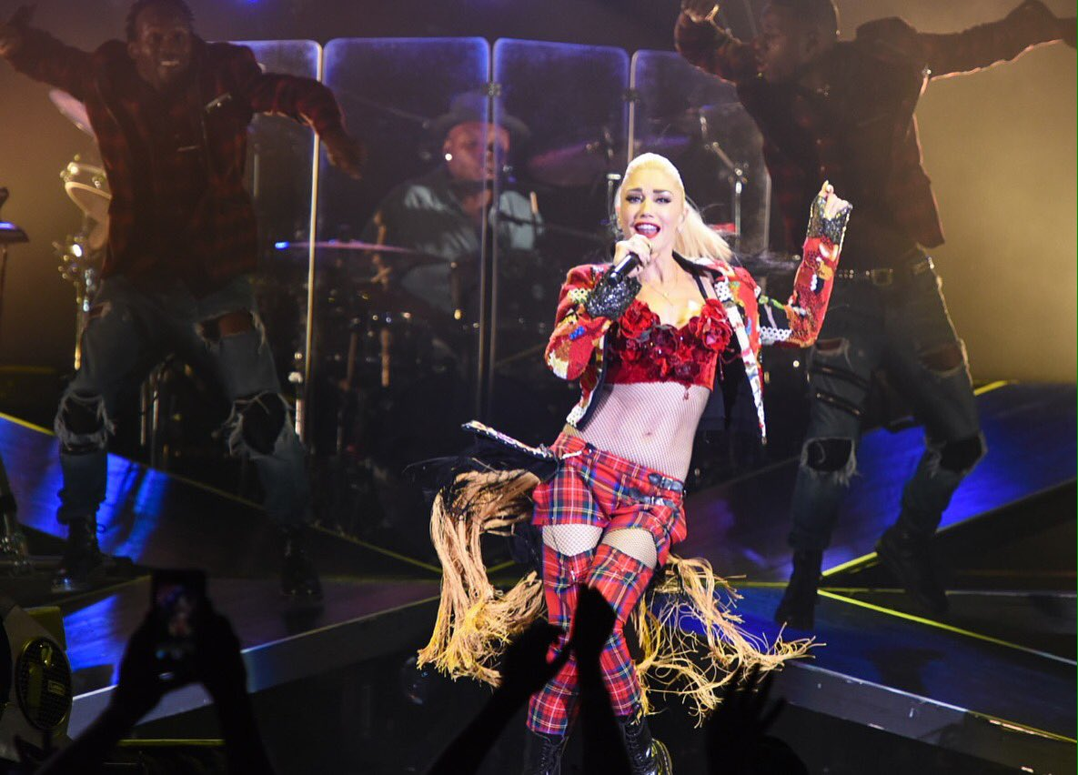 Gwen Stefani doesn't let rain stop her from partying in Austin tonight.