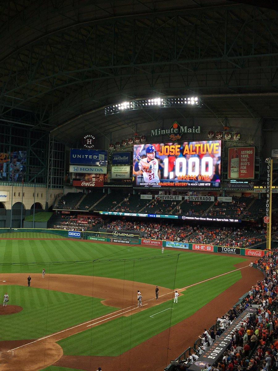 Special player, congrats @JoseAltuve27 #Astros https://t.co/ofzA8ToIoV