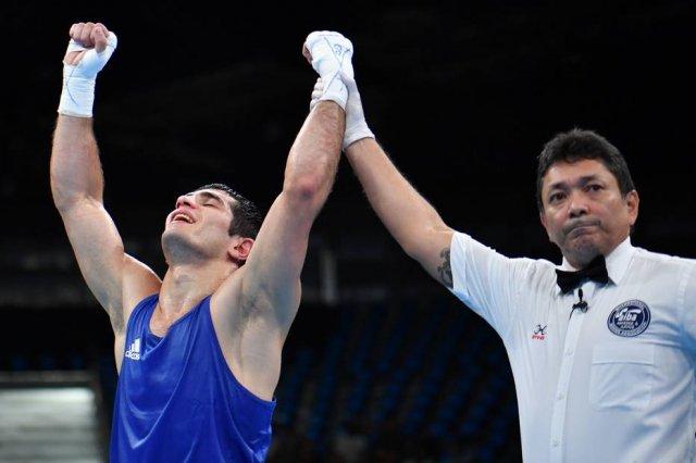 ¯\_(ツ)_/¯ Sem lutador do Brasil no ringue, público 'torce' por juiz brasileiro; assista https://t.co/cD3n3Ve3tV
