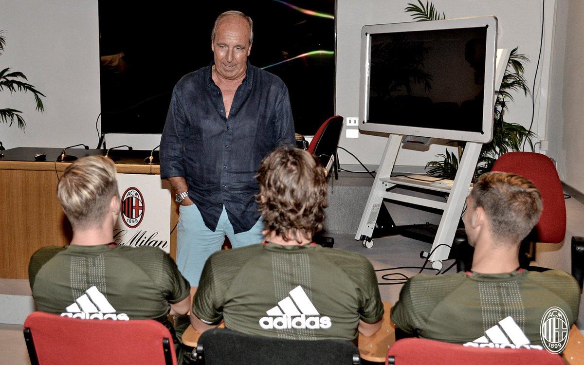 Training with 🇮🇹 coach #Ventura 👉 https://t.co/EG44JvkSPy Mister Ventura 🇮🇹 a Milanello 👉 https://t.co/yOhsRB3q6k