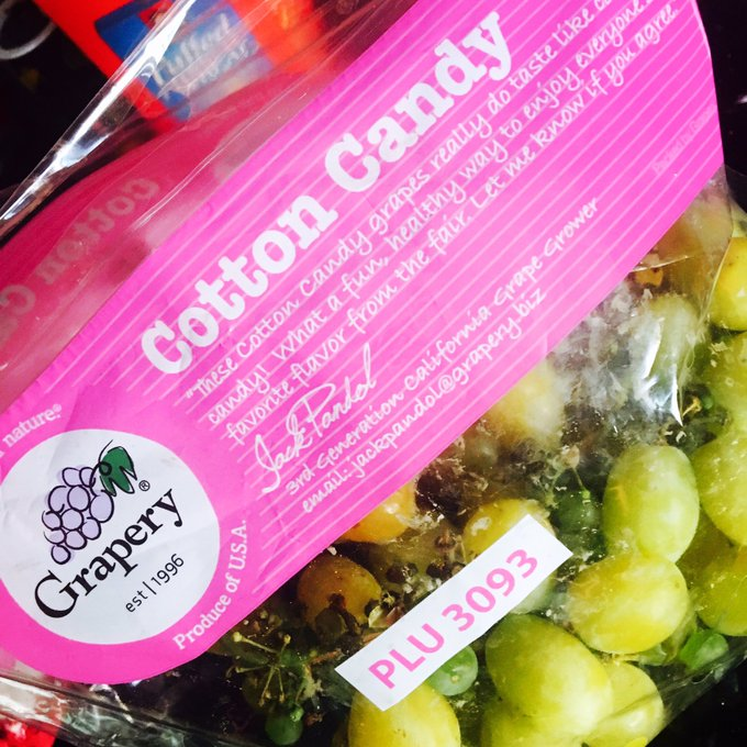 So, cotton candy grapes are a total mindfuck. A delicious mindfuck. https://t.co/GMMWkrZWXP