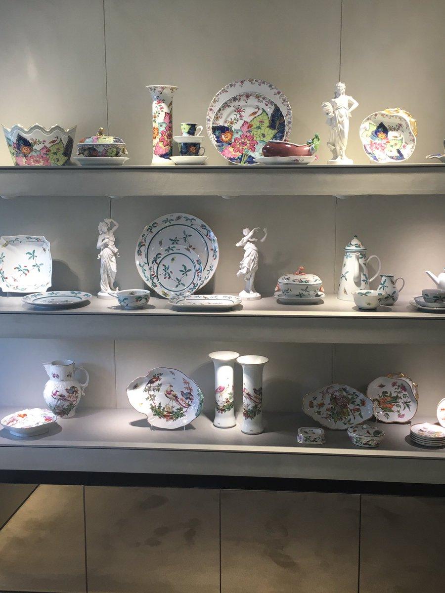 оформление витрин магазинов посуды фото распоряжении гостей этого