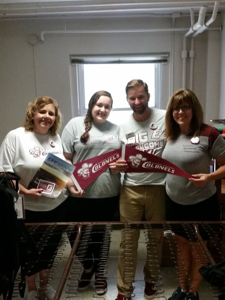 Legacy alums moving #EKU20 student Sarah Kelley into Burnam Hall. Welcome to the #ColonelNation #GoBigE #BigEwelcome https://t.co/2JT5U7PeHn