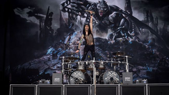 .@blackveilbrides drummer @ccbvb shares his top 5 tips for putting on a show: https://t.co/t0Lu9ozFa1 https://t.co/15ghAhpo3N