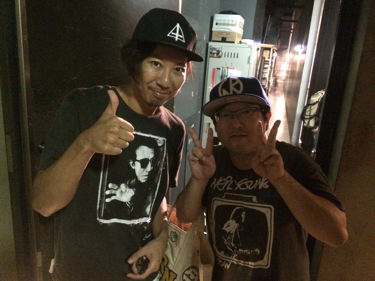 今日はサンボとバックホーンが渋谷で対バン!山ちゃんと久しぶりに再会。下北ではWHITE ASH がライブでした。芋煮会出演バンドが都内で熱演を繰り広げました!WHITE ASH は19日。サンボ、バックホーンは18日出演です! https://t.co/2qW8nXAuNy