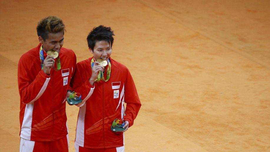 Kontingen Indonesia akhirnya berhasil meraih medali emas pada Olimpiade ke-31 di Rio de Janeiro, Brazil, setelah dalam cabang bulu tangkis nomor ganda campuran pasangan Tontowi Ahmad/Liliyana Natsir menaklukkan Chan Peng Soon/Goh Liu Ying dari Malaysia 21-14, 21-12 pada pertandingan final, Rabu.