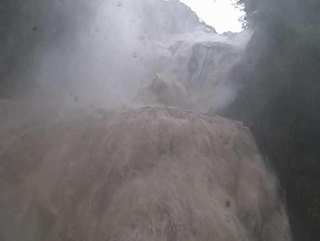 ひえええ - 袋田の滝ライブカメラ https://t.co/ZddDukAMOR https://t.co/bMLoEotp6c