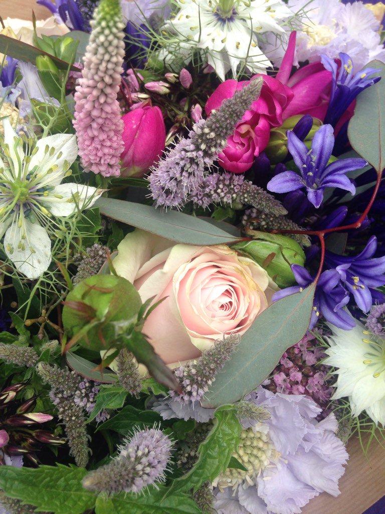 Harriet ballard on twitter thank you for my beautiful flowers 339 am 18 aug 2016 izmirmasajfo