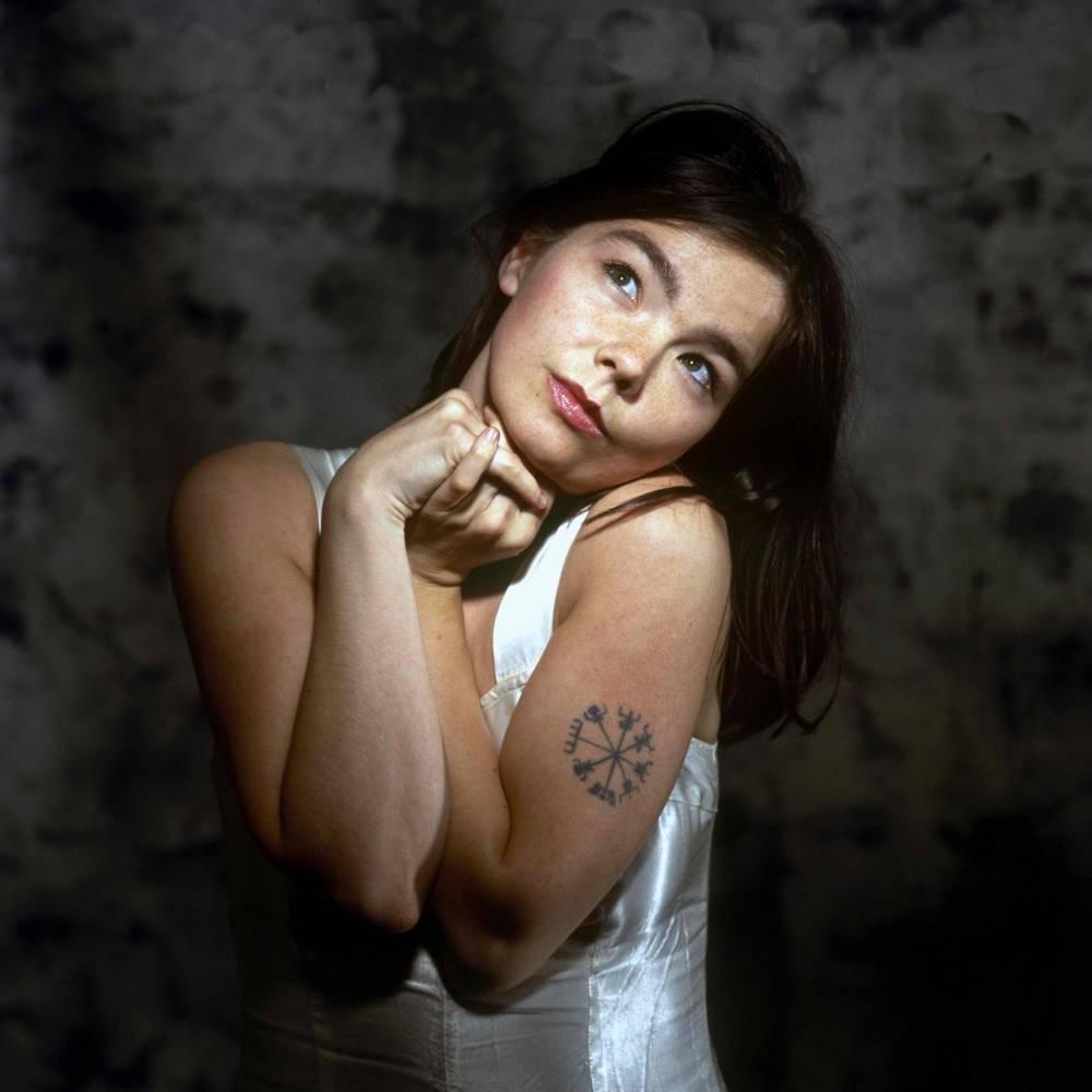 Celebritattoo On Twitter Björk Vegvísir Tattoo On Björk
