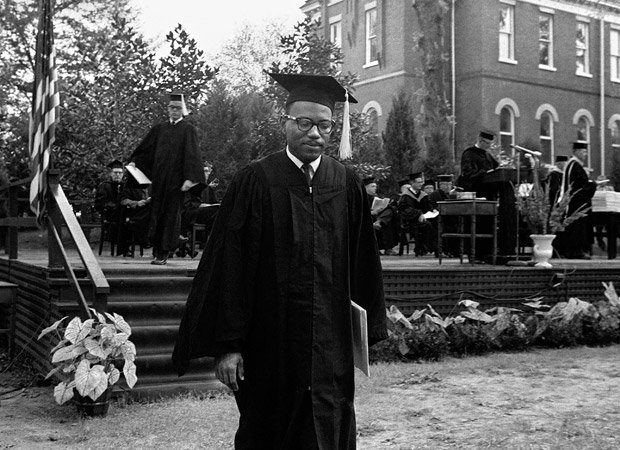 TODAY-1963: #JamesMeredith became the 1st African American man to graduate from the Univ. of Mississippi. #history https://t.co/mnCUWsKiql