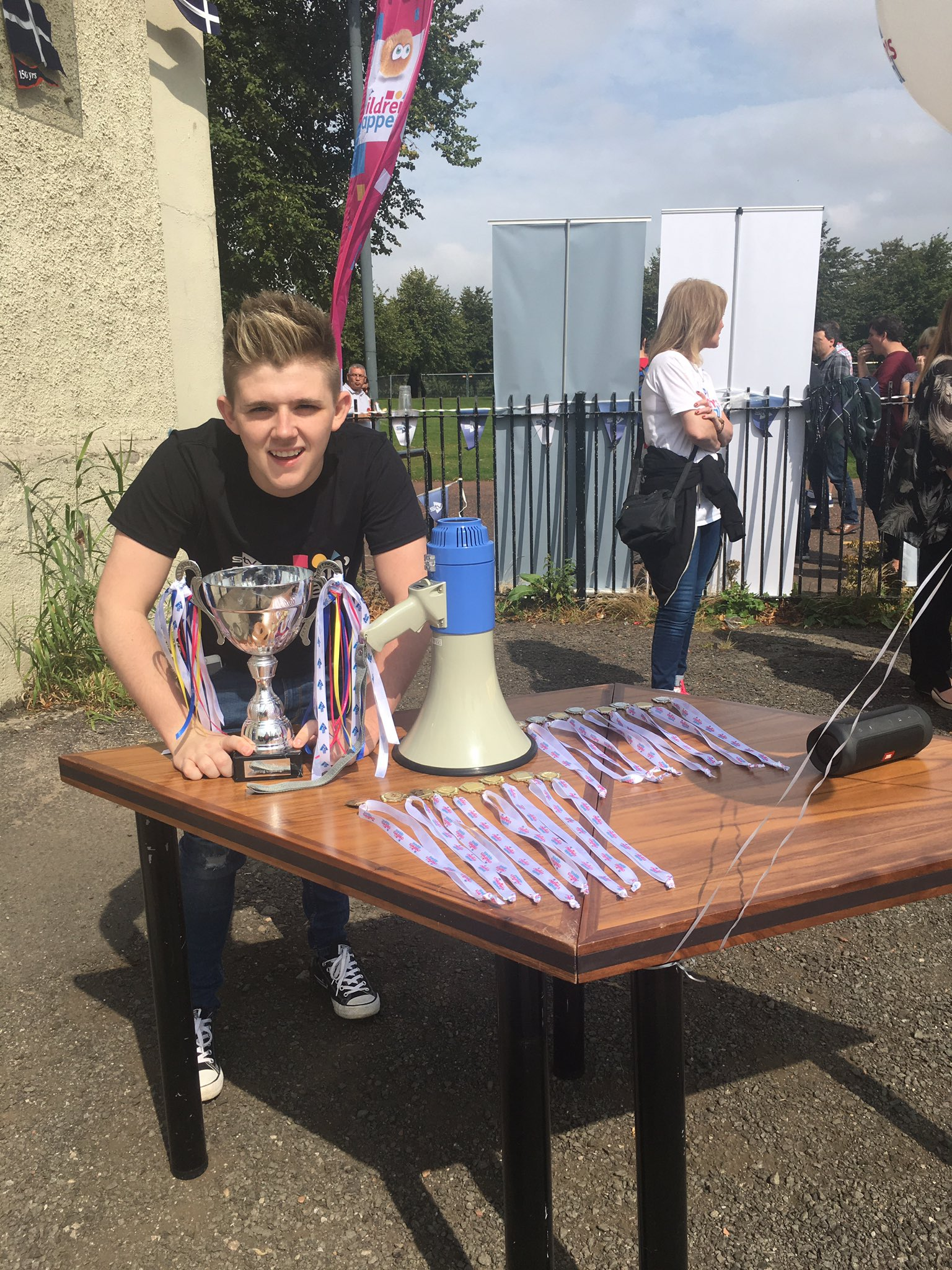 RT @CarronMunro: @nickymcdonald1 getting ready to present the cup but who won? #teamstv or #teamwholesaledomestic @STVAppeal #rowing🏆 https…