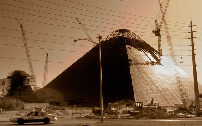 Happy #TBT! Taking it back to 1993, when the Luxor was being brought to life. https://t.co/8uE5Srr9AA