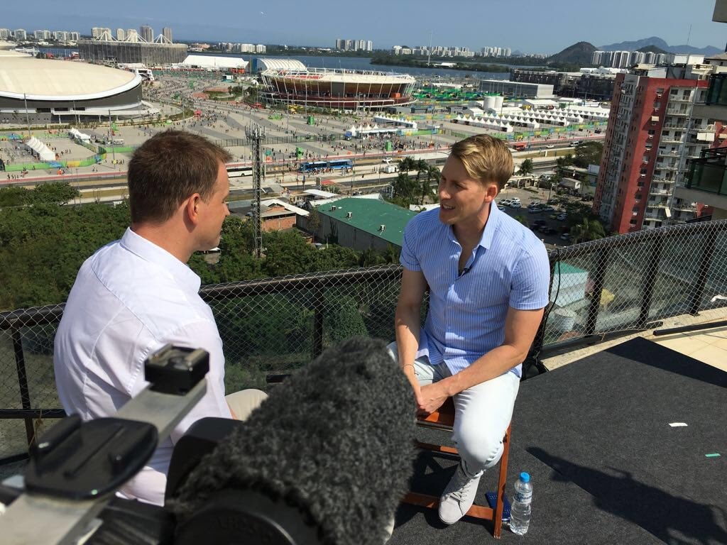 Great to meet @DLanceBlack today - on @GMB tomorrow talking about @TomDaley1994 & his love of Union jacks! #Rio2016 https://t.co/qhAgZ8NgyZ