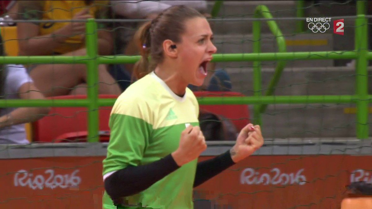 LAURA GLAUSER (FRANCIA) CqKuOfsWAAAPhtN