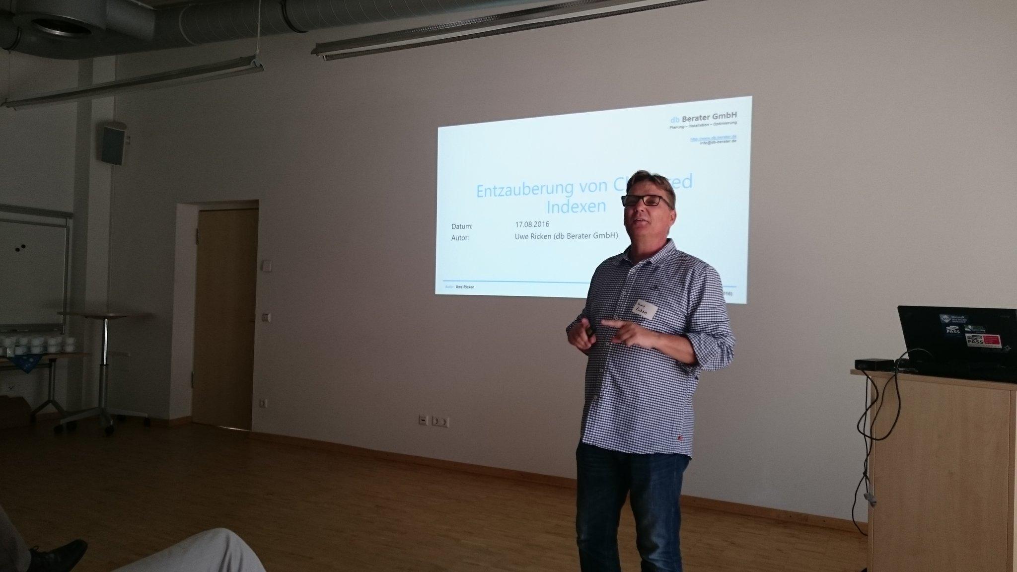 Der @dbBerater startet die erste Session über Heaps und Clustered Indizes beim #SQLGrillen Emsland - Danke an Thomas Hütter für das Bild
