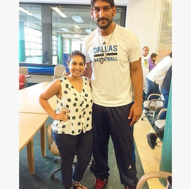 #BG Sindhuri met @hellosatnam at the #SikhHoops tournament! Stay tuned for our interview with the star himself! pic.twitter.com/fJrqYMqTIB