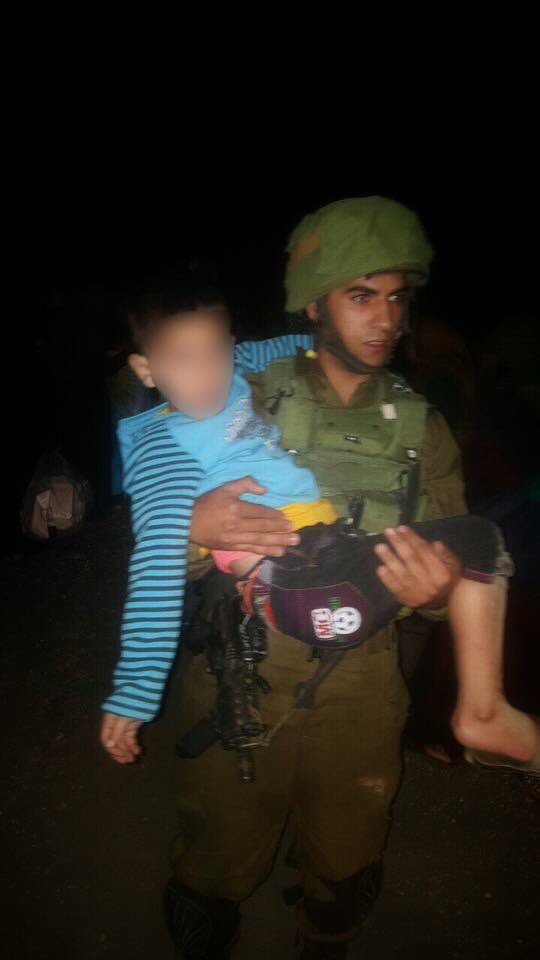 #SyriaCrisis: #IDF soldier evacuating #SyrianBoy from #CivilWar seeking treatment in #Israel