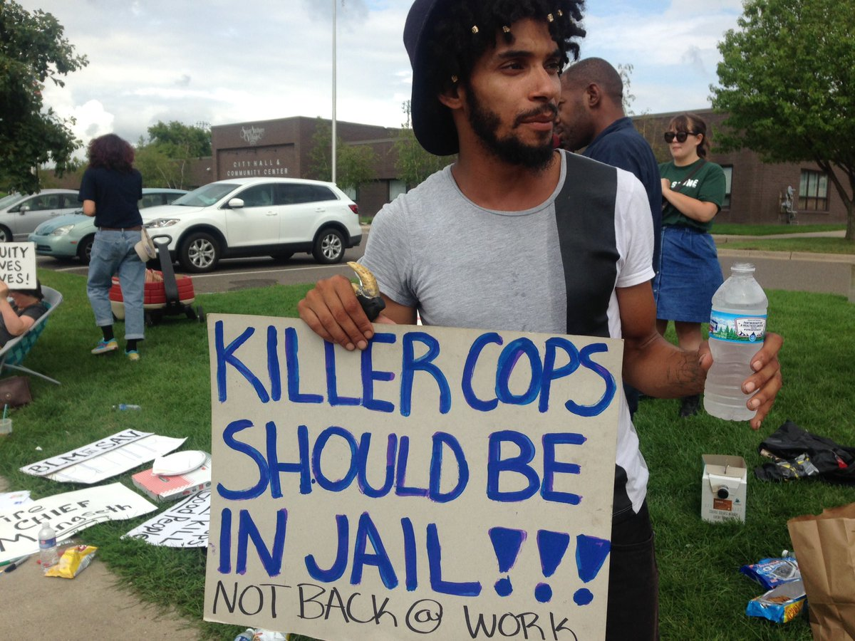The officer that murdered #PhilandoCastile in St.Anthony, Minnesota is returning to work. People protest on streets https://t.co/amnlrvYrat