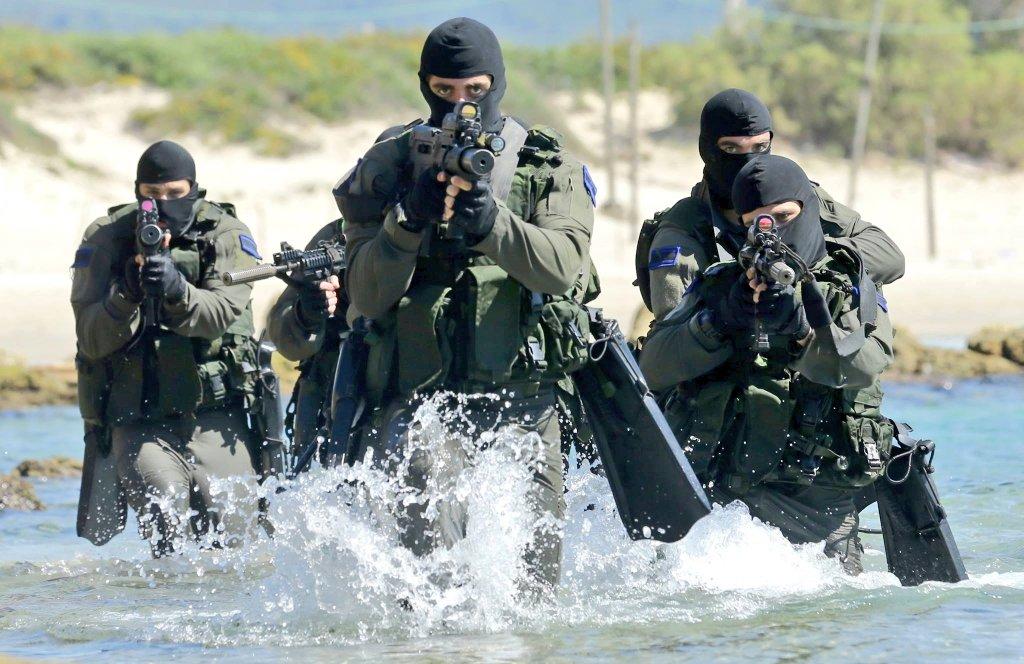 """وحدة النخبة البحرية في الجيش الإسرائيلي: """"السرية 13"""" ........Shayetet 13 CqPgfL1WcAASlB_"""