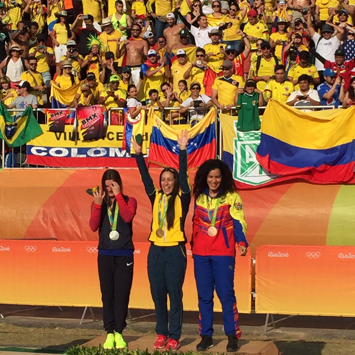 Crazy atmosphere for the podium ceremony, thanks #COL #BMX https://t.co/4yZmbydXef