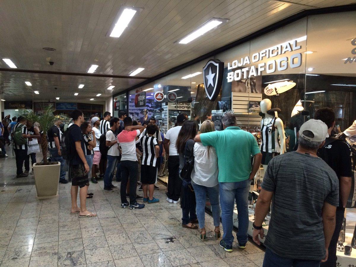 e5ba01ad6c Cheio de botafoguenses na Loja Oficial do Botafogo em Juiz de Fora! Tulio e  Donizete