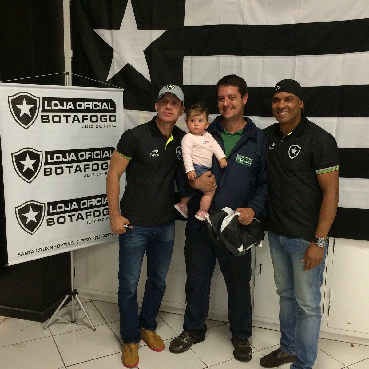 efb6fe9e13 Túlio Maravilha e Donizete fazem a festa de quase 200 torcedores na Loja  Oficial do Botafogo