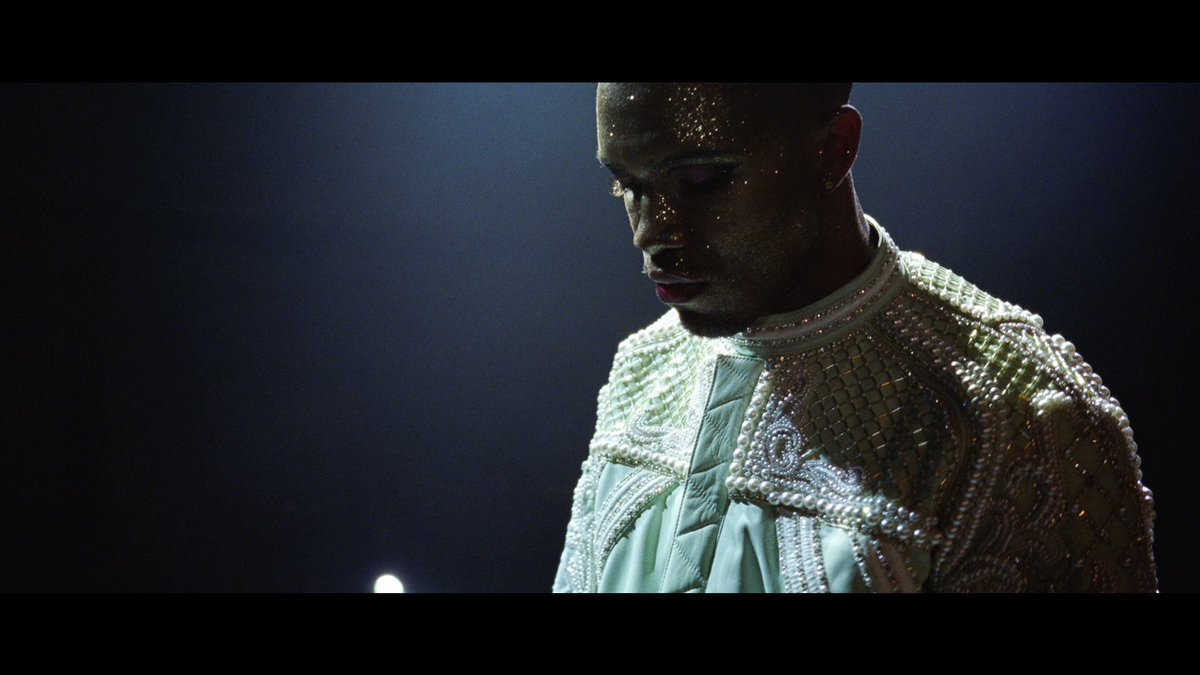Watch the world premiere of Frank Ocean's #Nikes. Exclusively on Apple Music: https://t.co/XTx0eF7vBD