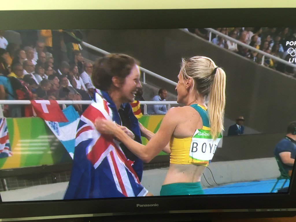 Phenomenal #Anzac spirit #polevault #Rio2016 #Eliza https://t.co/28D0SbOeCf