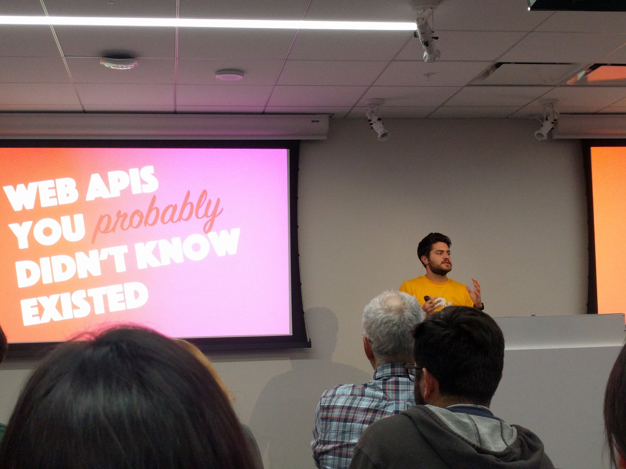 Hi @zenorocha, nice to see you in person finally, not on GitHub! #sfhtml5 https://t.co/TJYfvAeApR