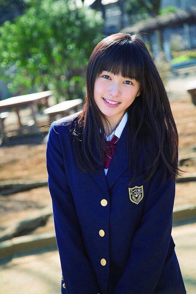 洋服が素敵な桜井日奈子さん
