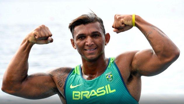ESTAMOS CRIANDO UM MONSTRO! Isaquias Queiroz, 22 anos, 1º brasileiro a conquistar 3 medalhas em uma mesma olimpíada!