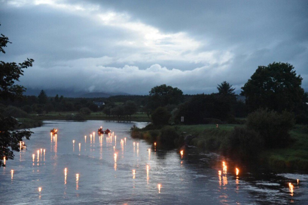 Poignant start to #foxford riverfest on the beautiful river Moy https://t.co/nBnYSTUJYT