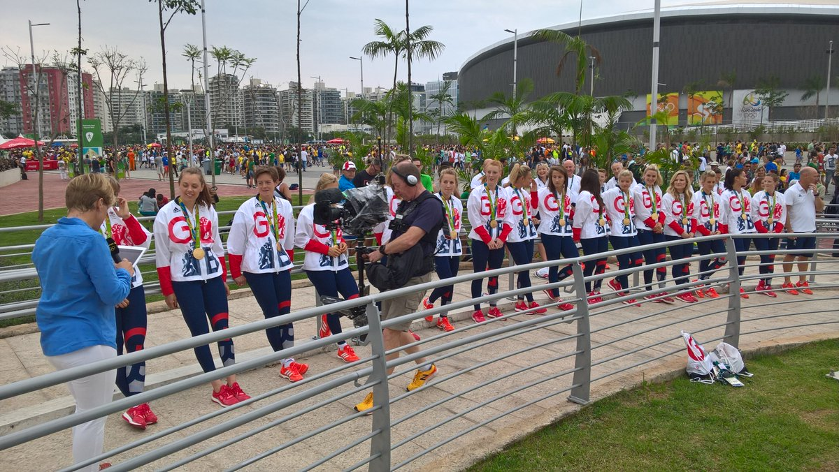 Meanwhile on the other side of the park @_GBHockey superstars sporting a load of bling! https://t.co/cBAgUtVViq