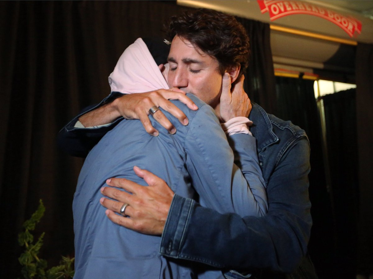 Canada love!  @JustinTrudeau and Gord before the show #manmachinepoemtour #tragicallyhip https://t.co/io03Ex3jUV