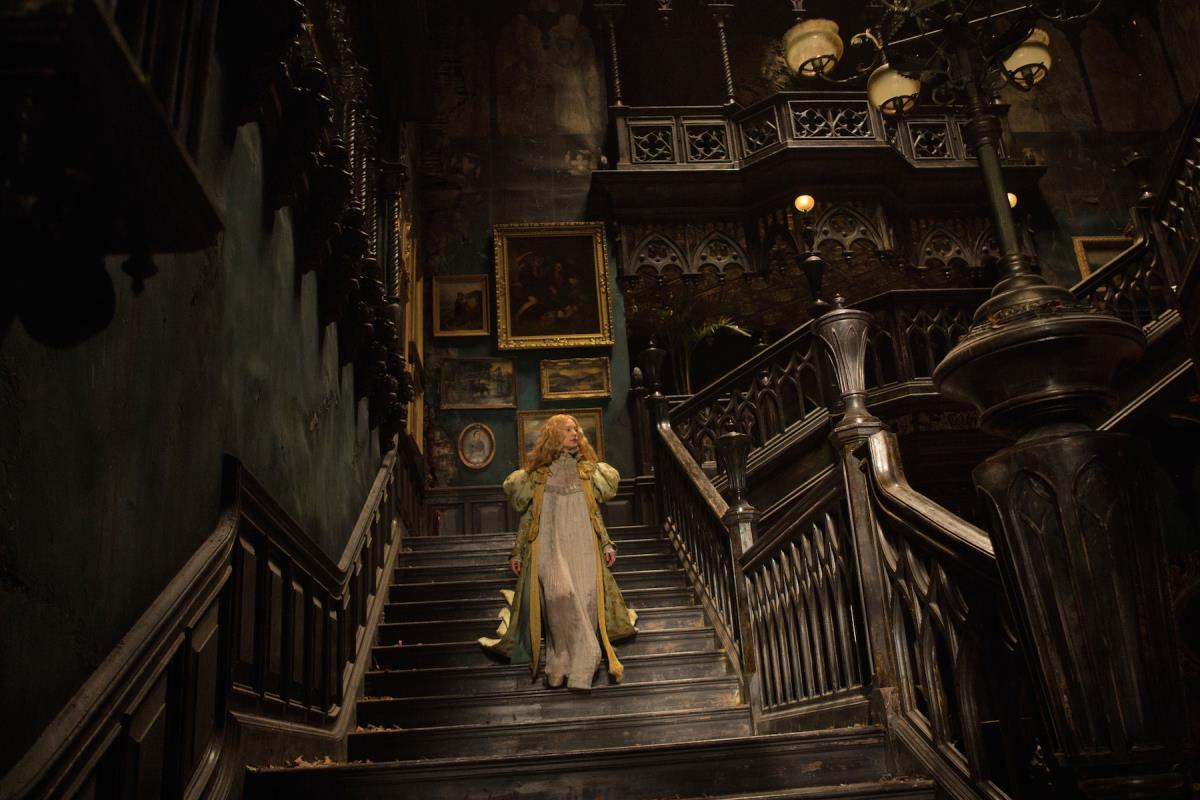 Did #CrimsonPeak stand another re-watch? Oh, yes. https://t.co/NbwLWPhbmS #gothic #film @RealGDT  @CrimsonPeakFans