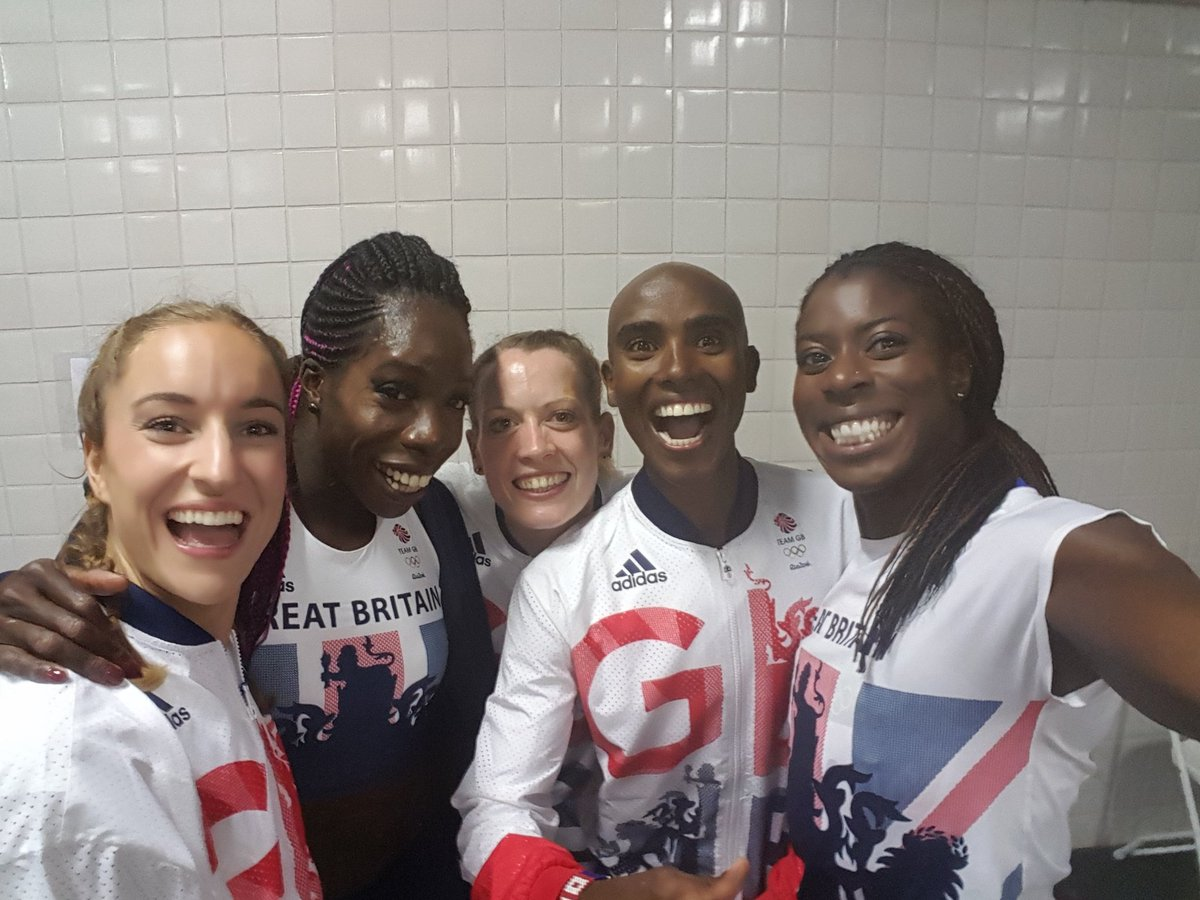 A super team to share a medal with. Was a fab night. Proud of them all @EilidhDoyle @annyonuora @EmilyDiamond11 https://t.co/Cn56eRrzfb