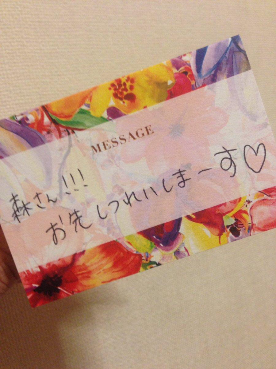 谷澤結婚式、席の名札裏にそれぞれメッセージが書いてあり、みんなのやつはいい話が4行くらいかいてあった(あの時のあの言葉一生忘れませんとか) おれのコレ https://t.co/iSvAAUJ66Y