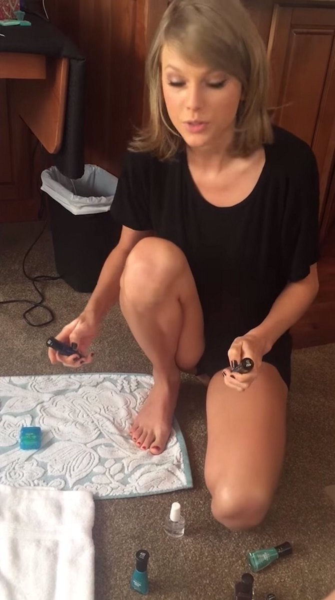 Taylor Swift Polls On Twitter Choose A Picture Of Taylor Without Shoes On Poll Below Mtvhottest Taylor Swift Taylorswift Barefoot