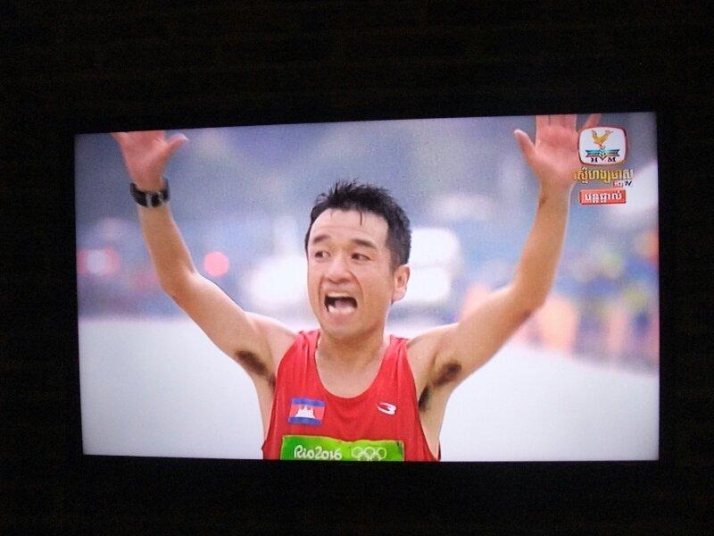 旅行でプノンペンに来ているのですが、カンボジアのテレビでは男子マラソンを最後まで放送。猫ひろしがゴールした際には実況が「カンボジア!」を連呼してました。 https://t.co/uLjMfgck9F
