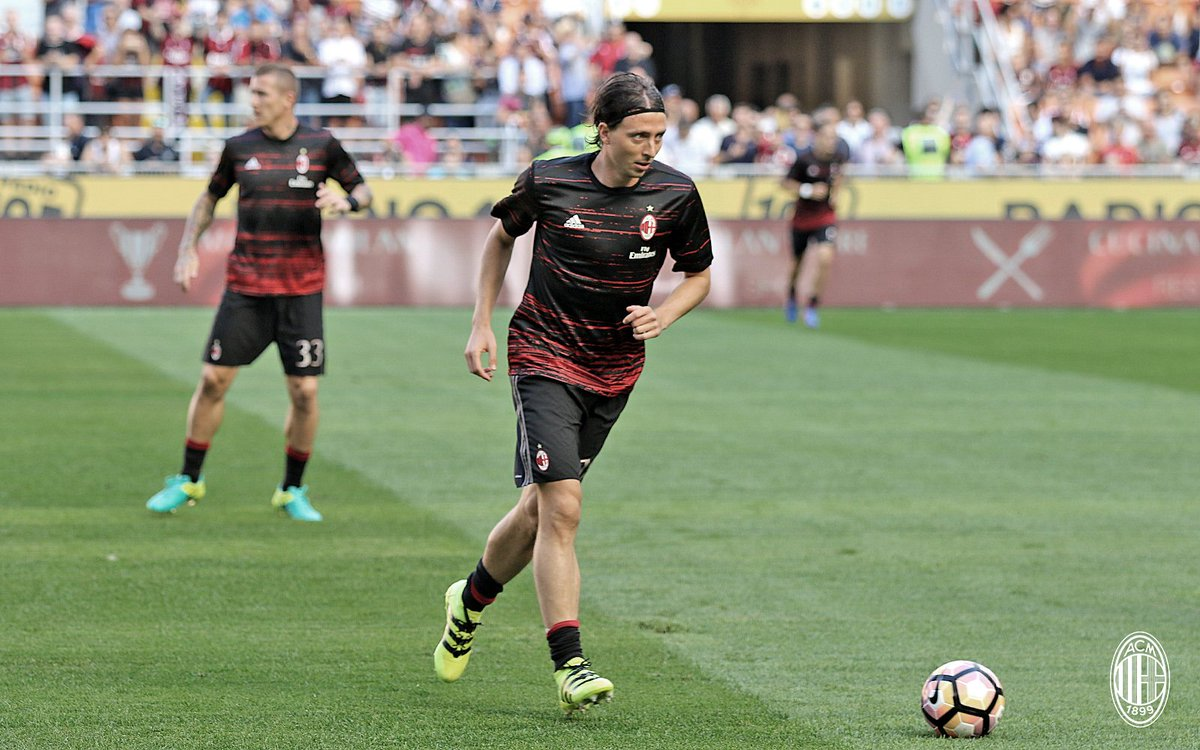 ac milan on twitter the rossoneri during their warm up. Black Bedroom Furniture Sets. Home Design Ideas